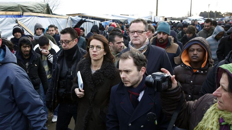 La juge du tribunal administratif de Calais en visite dans la «jungle» de Calais mardi matin.