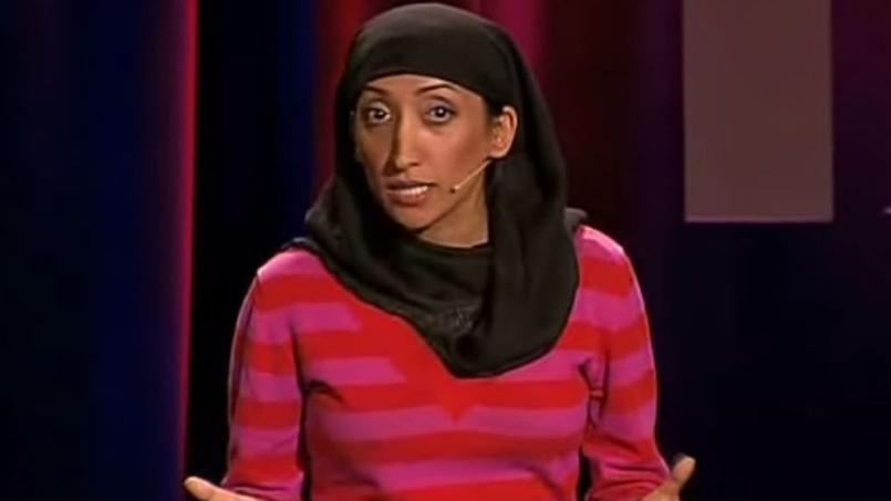 Shazia Mirza attaque avec un humour abrasif les adolescentes «sexuellement frustrées» qui idôlatrent Daech.