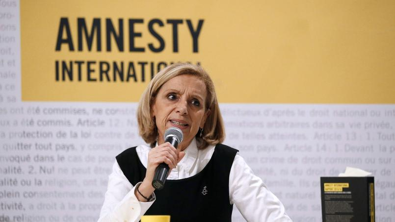 La présidente d'Amnesty International, Geneviève Garrogos, lors d'une conférence de presse le 23 février à Paris