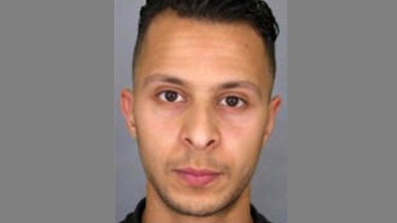 Salah Abdeslam, l'un des terroristes du commando du 13 novembre à Paris, est activement recherché mais reste introuvable.