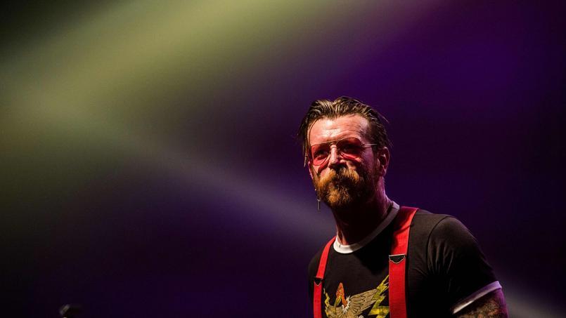 Jesse Hughes, le leader des Eagles of Death Metal, s'est blessé au doigt, forçant le groupe américain à interrompre la fin de sa tournée européenne.