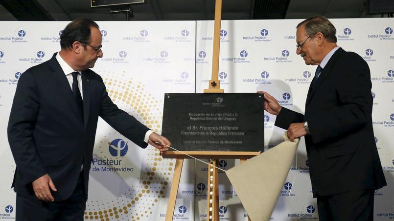 François Hollande lors de sa visite à l'Institut Pasteur de Montevideo, en Uruguay, jeudi.