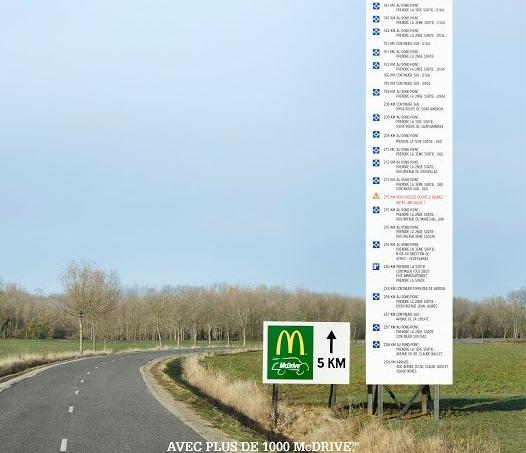 McDonald's a installé pendant 48 heures un panneau d'indication sur le bord d'une route de campagne.