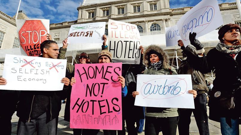Un rassemblement contre le site Airbnb à New York, en janvier 2015.