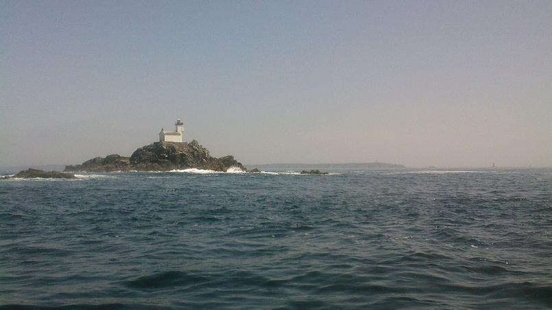 Le phare breton de Tévennec est situé au nord de la pointe du Raz, dans le Finistère.