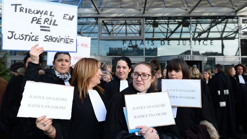 Le 15 février dernier, magistrats et avocats manifestaient pour mettre en lumière leurs conditions de travail et les délais d'audiencement.