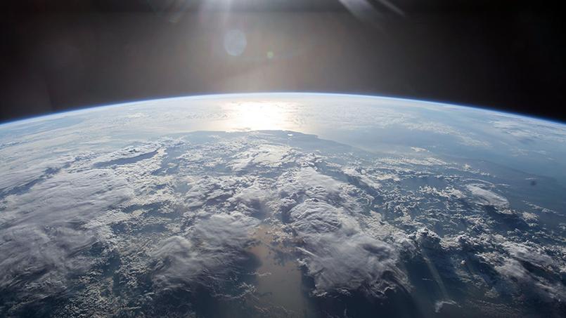 L'année 2016 comprend un 29 février, un jour de plus imaginé pour pallier un déséquilibre entre le nombre des journées du calendrier et les réelles rotations de la Terre autour du soleil.