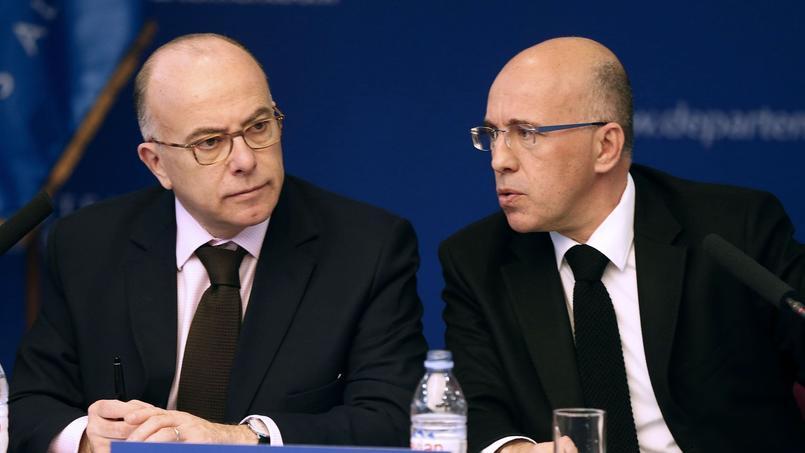 Le ministre de l'Intérieur Benard Cazeneuve en visite à Nice le 19 février. Il a été accueilli par Éric Ciotti, député et président du conseil départemental des Alpes-Maritimes (LR).