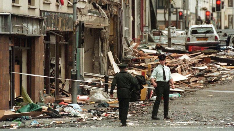 Le 15 août 1998, dans une petite rue commerçante d'Omagh, un attentat à la voiture piégée tue 29 personnes et fait quelque 220 blessés.