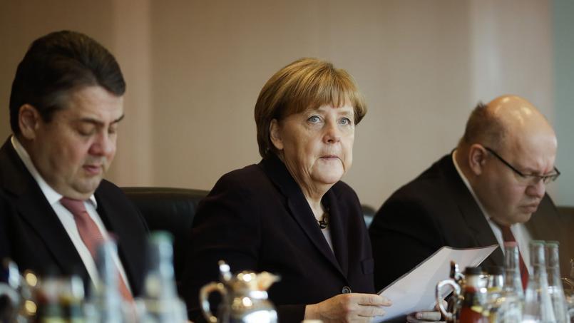 «Il y a urgence» à résoudre la crise des migrants, clame Angela Merkel.