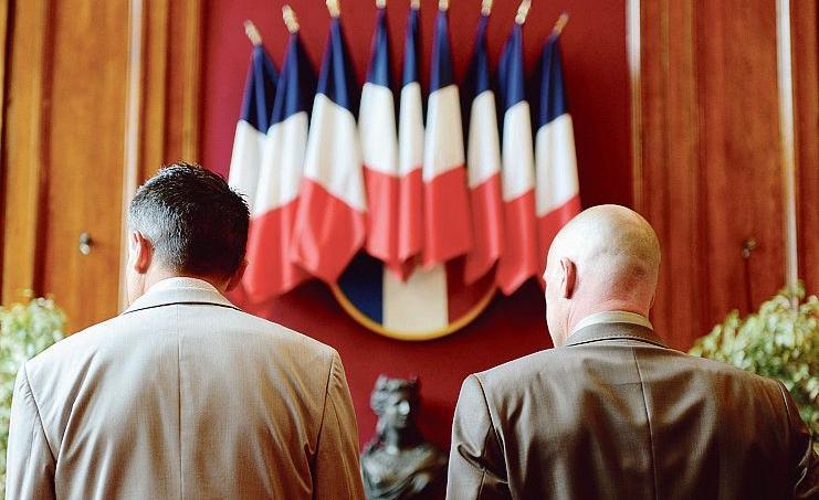 Un mariage homosexuel à la mairie de Boulogne-sur-Mer.