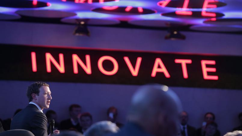 Mark Zuckerberg, président de Facebook, durant la cérémonie organisée par Axel Springer à Berlin (Allemagne) le 25/02/2016. (Kay Nietfeld/pool photo via AP)