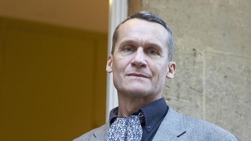 Andreï Makine, l'auteur du Testament français, a été élu dès le premier tour à l'Académie française au fauteuil numéro 5 d'Assia Djebar.