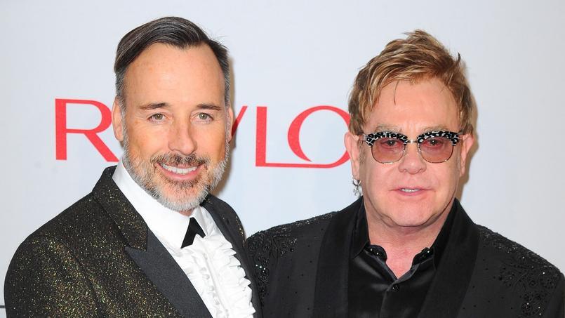 Elton John, soutenu par son mari David Furnish, a décidé de ne pas léguer sa fortune à ses deux enfants.