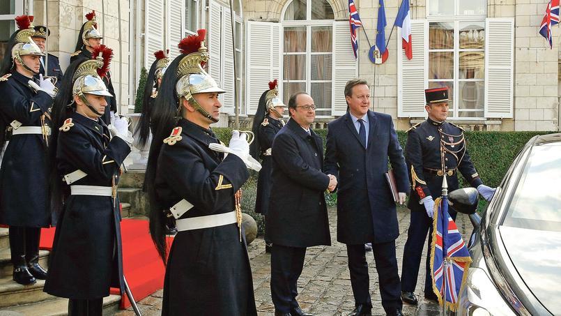 François Hollande accueille le premier ministre britannique, David Cameron, jeudi à Amiens, avant la rencontre franco-britannique.