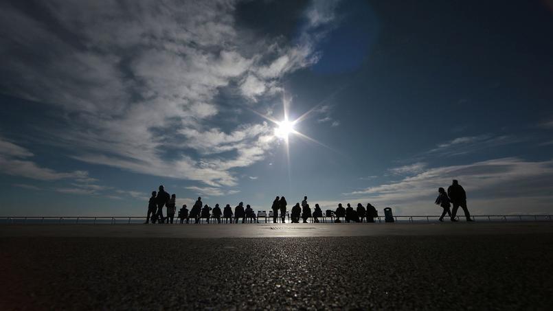 Le soleil brille sur la Promenade des Anglais, à Nice, début janvier.
