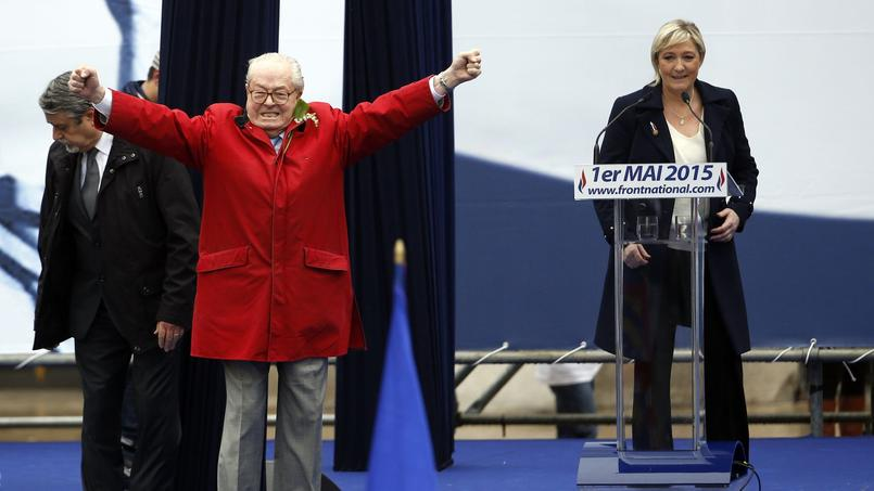 Jean-Marie et Marine Le Pen à Paris, le 1er mai 2015.