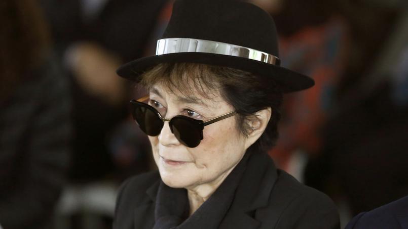 Le médecin de Yoko Ono lui «déconseille vivement tout déplacement avant guérison complète» de la grippe.