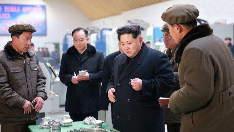 Le leader coréen Kim Jong-un, ici en train de visiter une usine nord-coréenne, a affirmé être prêt à utiliser «l'arsenal nucléaire» dont disposerait la Corée du Nord.