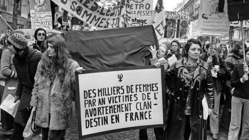 Marche internationale des femmes à Paris, le 20 Novembre 1971, en faveur de la légalisation de l'avortement.