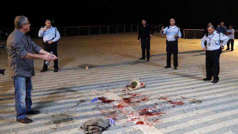 Les forces de sécurité israélienes sur le lieu d'une des agresssions au couteau commises entre le port de Jaffa et le front de mer de Tel Aviv, mardi 8 mars 2016.