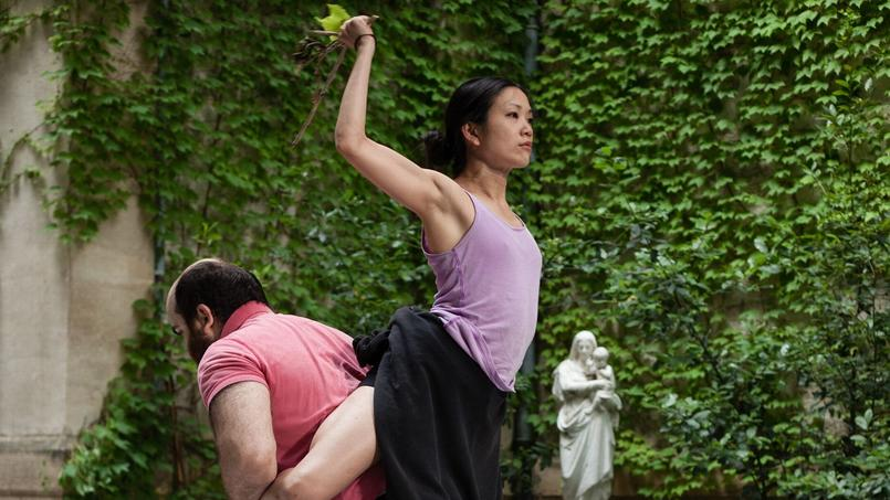 Religieuse à la fraise: la minuscule Kaori Ito et le monumental Olivier Martin-Salvan dans une version désopilante du pas de deux.