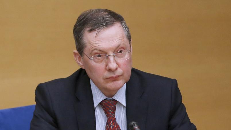 Philippe Bas, président de la commission des lois, a déposé un amendement réservant la déchance de nationalité aux binationaux.