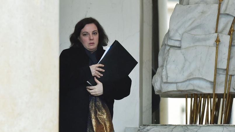 Emmanuelle Cosse, ministre du Logement, sur le perron de l'Elysée.