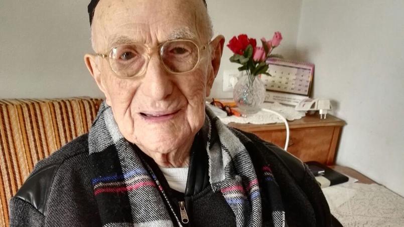 Yisrael Kristal est le plus vieil homme vivant au monde. Crédits photo: Shula Kopershtouk/AFP