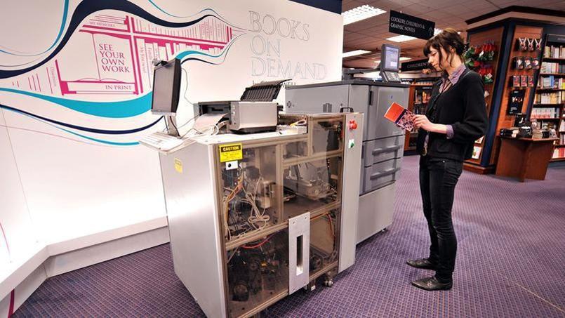 «L'Espresso Book Machine» est déjà utilisée dans plusieurs centres de formation en France, mais c'est la première fois qu'une librairie s'en dote. Crédits photo: LEON NEAL/AFP