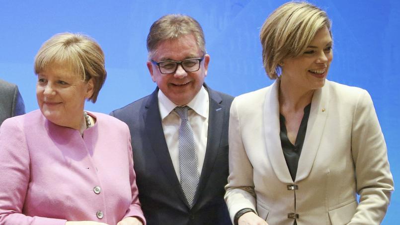 Angela Merkel , Guido Wolf, candidat dans le Bade-Wurtemberg et Julia Kloeckner, candidate en Rhénanie-Palatinat.