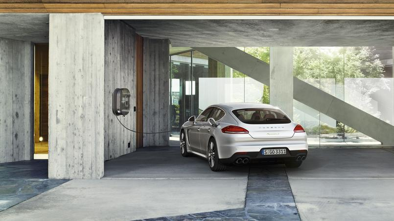 La Porsche Panamera est proposée en version hybride rechargeable depuis mi-2013.