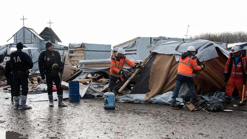 Il ne restait samedi matin que deux hectares sur les sept initiaux sur le campement de migrants de Calais.