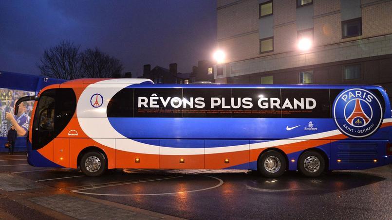 Le bus du PSG a été bloqué par des supporters.