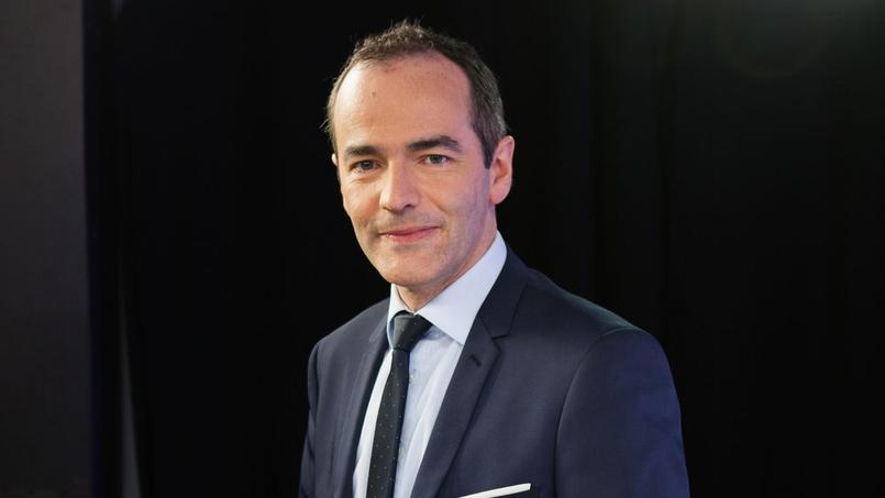 Franck Ferrand fait son show aux Folies Bergères.