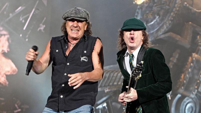 Brian Johnson (à gauche) aurait été éjecté d'AC/DC par Angus Young (à droite).