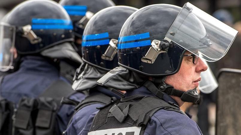 Aucune arme n'a été retrouvée lors des perquisitions, seulement du matériel informatique et des supports numériques. Saisis par la police, ils seront analysés.