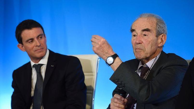 Manuel Valls (à gauche), le 25 janvier, lors de la remise du rapport de la commission présidée par Robert Badinter.
