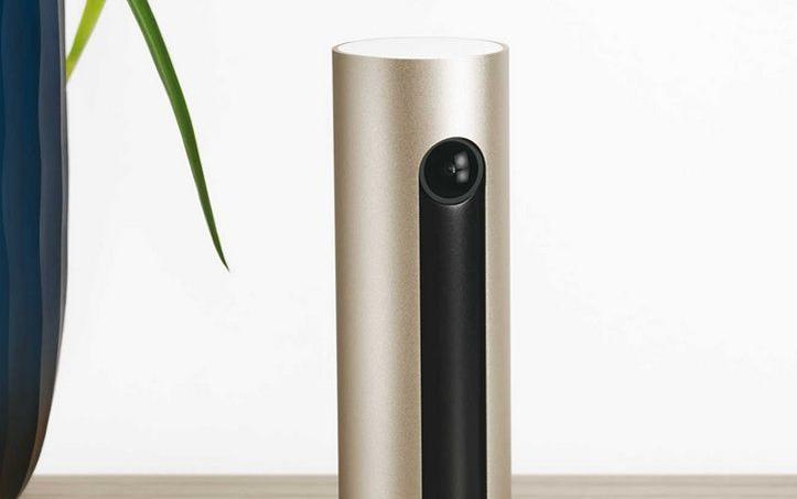 La caméra de surveillance Welcome est dotée d'un système de reconnaissance faciale, qui lui permet de déterminer qui est entré dans la maison. Alors que ses concurrents, au mieux, distinguent un animal de compagnie d'un être humain.