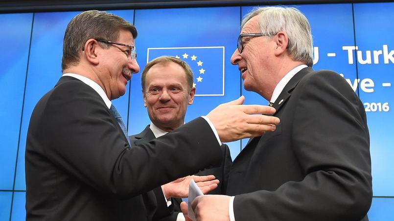 Ahmet Davutoglu, premier ministre turc Donald Tusk, président du Conseil européen et Jean-Claude Juncker, président de la Commission européenne le 7 mars dernier à Bruxelles