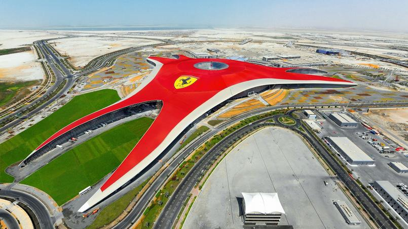 Le parc d'attractions Ferrari ouvert sur une île proche d'Abou Dhabi, depuis 2010.