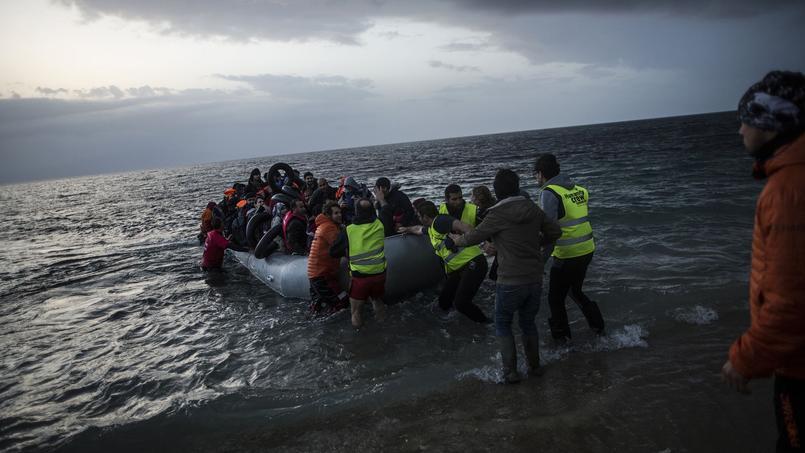 En vertu de l'accord trouvé vendredi à Ankara, les migrants qui débarqueront en Europe, comme ci-dessus à Lesbos le 19 février, seront systématiquement renvoyés vers la Turquie.