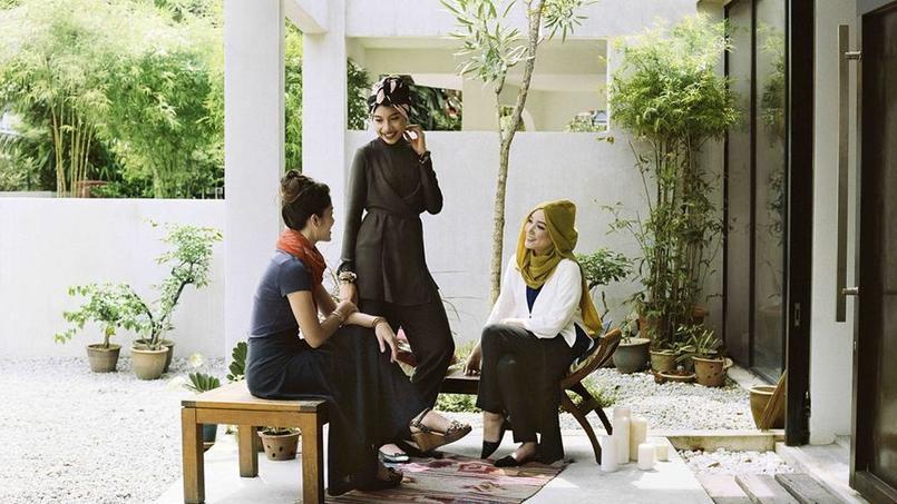 Le géant japonais de la mode Uniqlo, connu pour ses jeans et doudounes décontractés et colorés, a décidé de créer aussi quelques vêtements traditionnels musulmans. Crédit: Uniqlo (Fast Retailing).