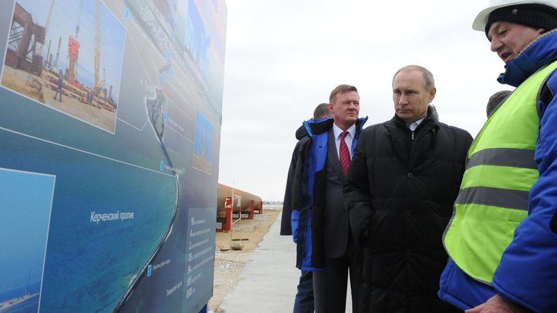 Vladimir Poutine durant la visite du site de construction de Kertch