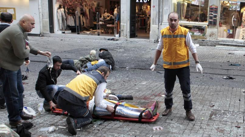 Selon le gouverneur d'Istanbul, l'attaque visait en fait un bâtiment officiel, «la sous-préfecture du quartier de Beyoglu.