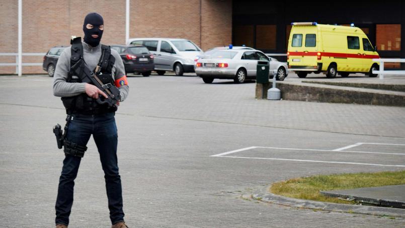 C'est vraisemblablement dans ce fourgon que Salah Abdeslam a été transféré samedi dans la prison de Bruges.