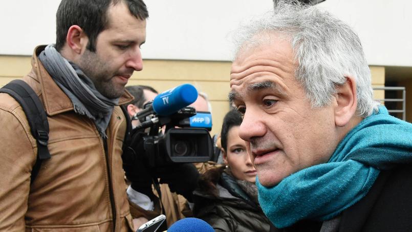 L'avocat de la famille d'Aurélie Châtelain, Me Antoine Casubolo-Ferro, lors de la reconstitution du crime, dimanche à Villejuif.