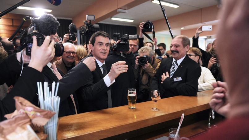 Manuel Valls, dimanche, à Wattrelos (Nord).
