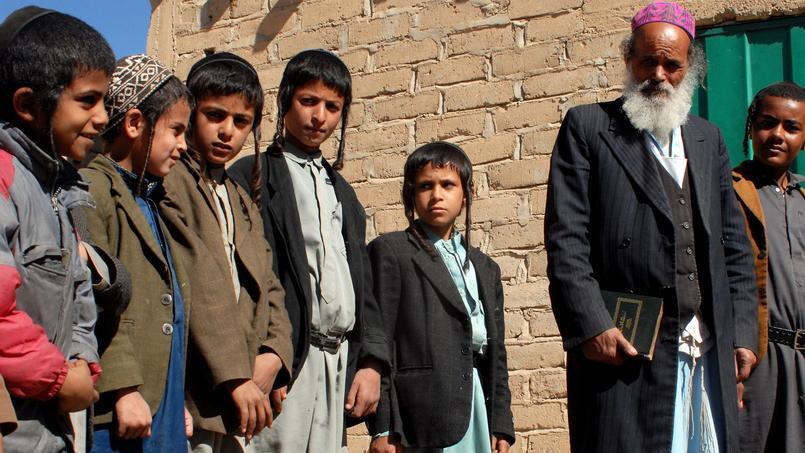Des enfants appartenant à la communauté juive du Yémen dans les rues de Raydah, en 2008.