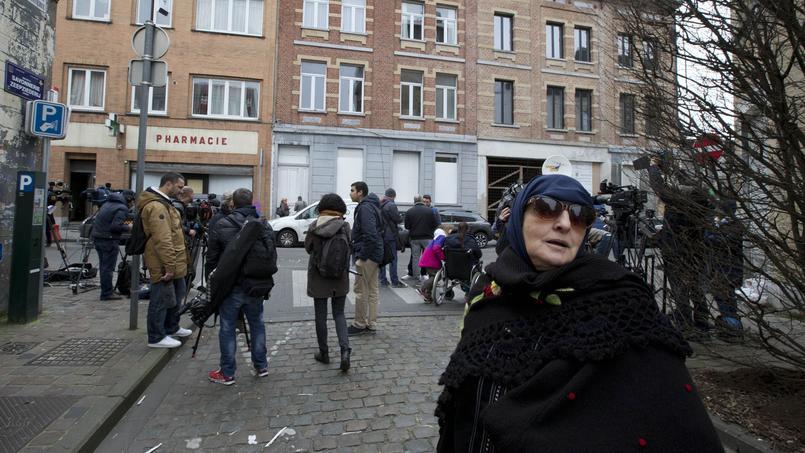 Samedi à Molenbeek, devant la planque où Abdeslam a été arrêté. Pour Johan Leman, à Molenbeek comme ailleurs, Daech est organisé comme une structure mafieuse.